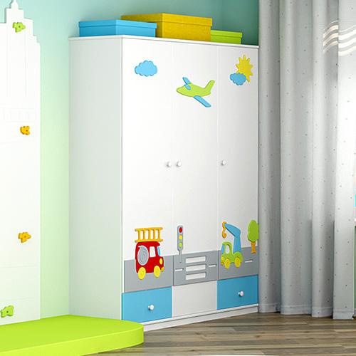 Шкафы трехстворчатые